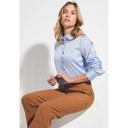 Klassieke blouse lichtblauw